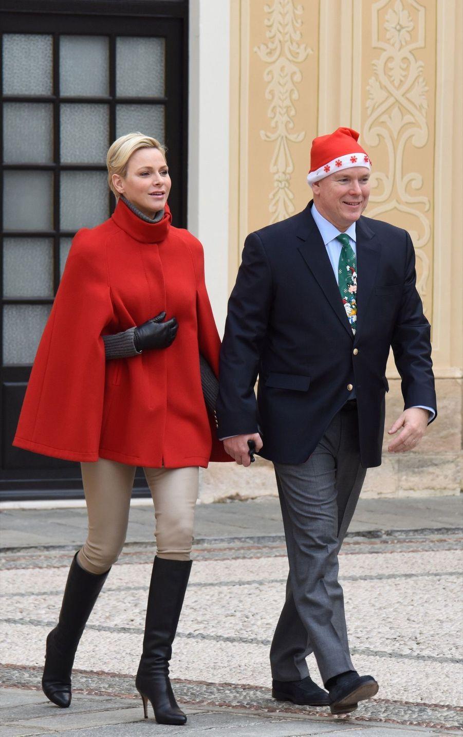 Charlène De Monaco Et Le Prince Albert À L'arbre De Noël Du Palais 27