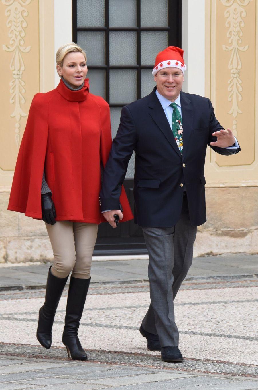 Charlène De Monaco Et Le Prince Albert À L'arbre De Noël Du Palais 31