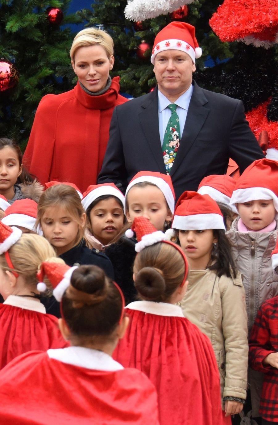 Charlène De Monaco Et Le Prince Albert À L'arbre De Noël Du Palais 38