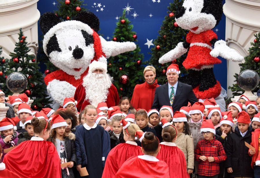 Charlène De Monaco Et Le Prince Albert À L'arbre De Noël Du Palais 4