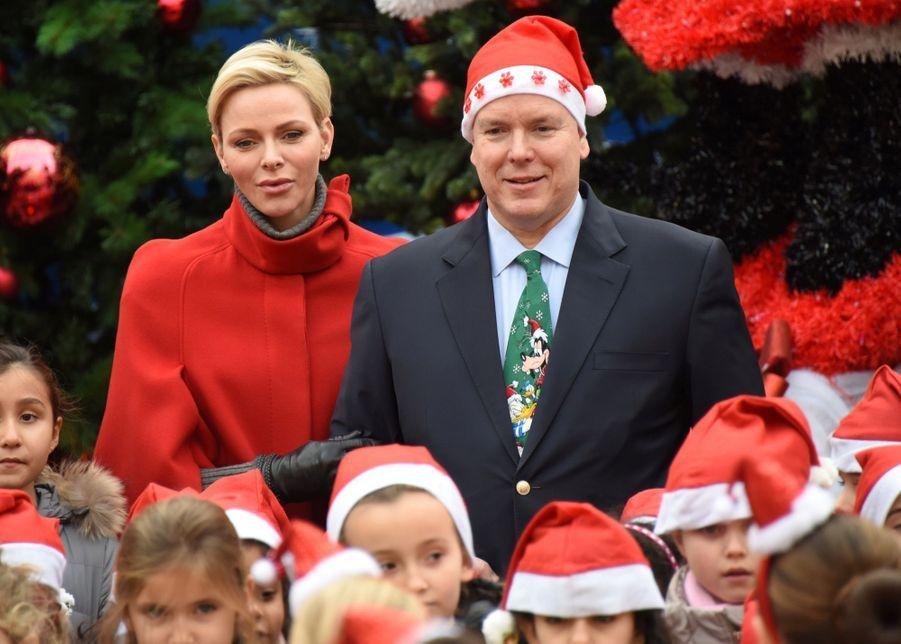 Charlène De Monaco Et Le Prince Albert À L'arbre De Noël Du Palais 5