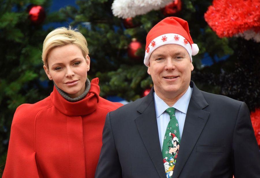 Charlène De Monaco Et Le Prince Albert À L'arbre De Noël Du Palais 6