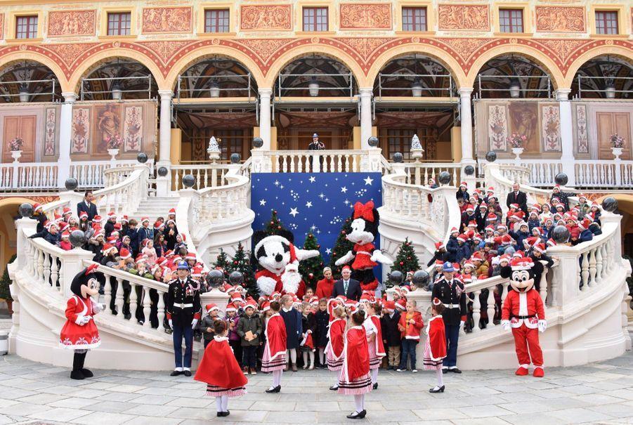 Charlène De Monaco Et Le Prince Albert À L'arbre De Noël Du Palais 7