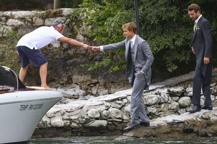 Pierre Casiraghi, jeune marié, quitte l'île San Giovanni