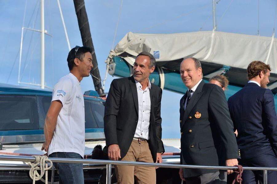 Le prince Albert II de Monaco avec Mike Horn à Monaco, le 6 mai 2016