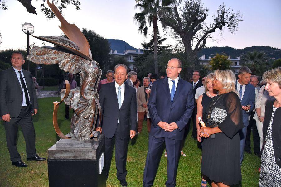 Le prince Albert II de Monaco avec Corice Arman (dernière épouse d'Arman) à Roquebrune Cap-Martin, le 7 septembre 2015