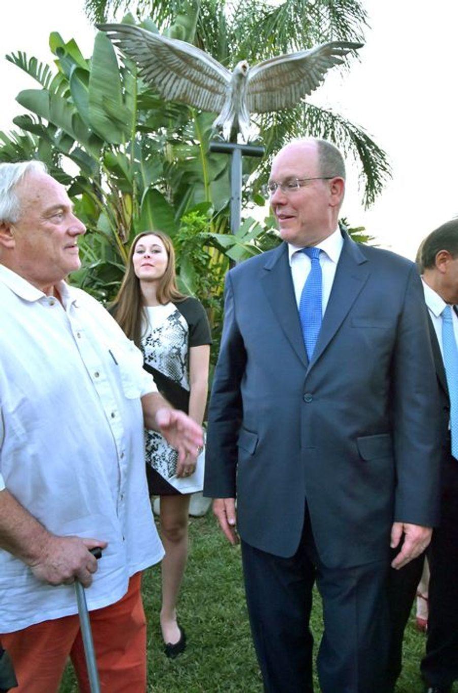 Le prince Albert II de Monaco avec l'artiste Mateo Mornad à Roquebrune Cap-Martin, le 7 septembre 2015