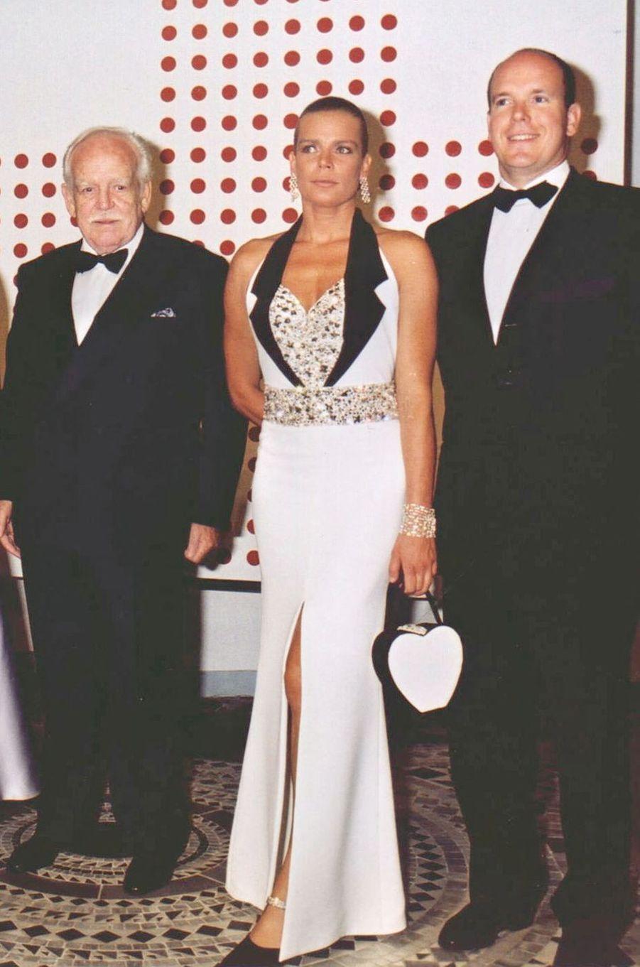 La princesse Stéphanie de Monaco au bal de la Croix-Rouge en août 2000