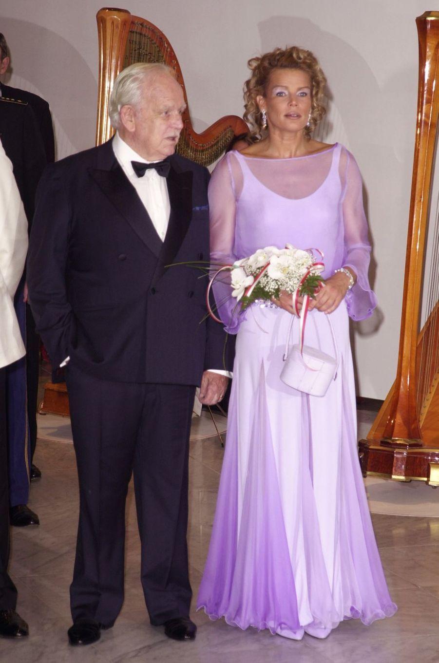 La princesse Stéphanie de Monaco au bal de la Croix-Rouge en août 2001