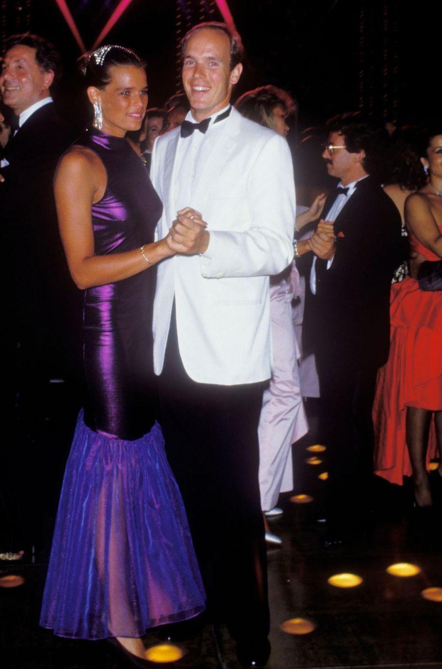 La princesse Stéphanie de Monaco au bal de la Croix-Rouge en août 1987