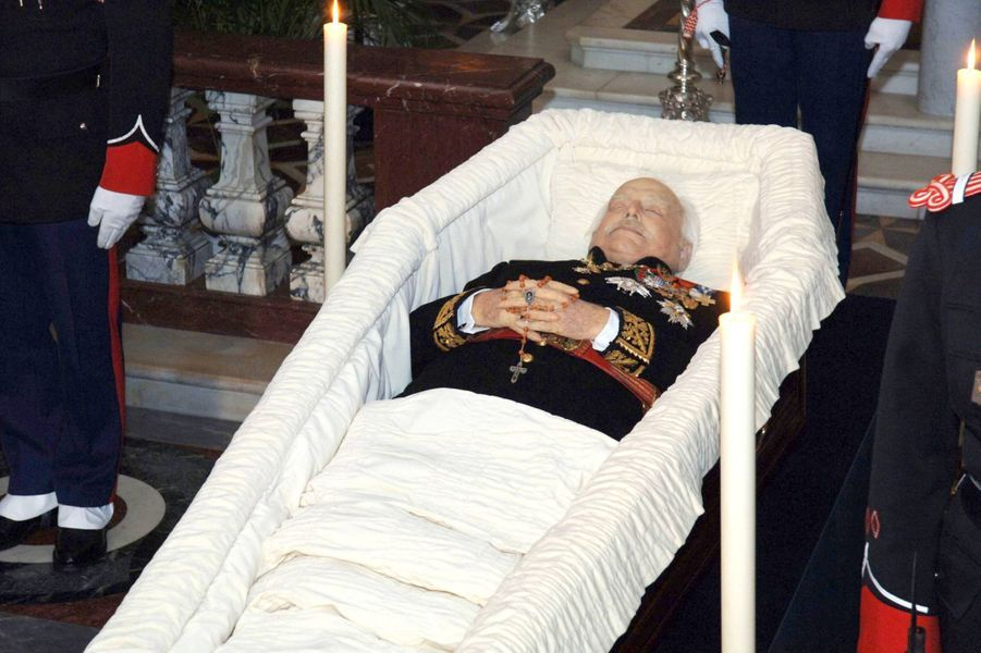 La dépuille du prince Rainier III de Monaco, le 10 avril 2005