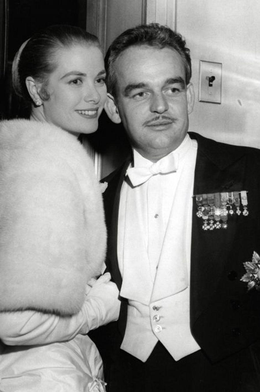 Le prince Rainier III de Monaco avec Grace Kelly, le 1er janvier 1956