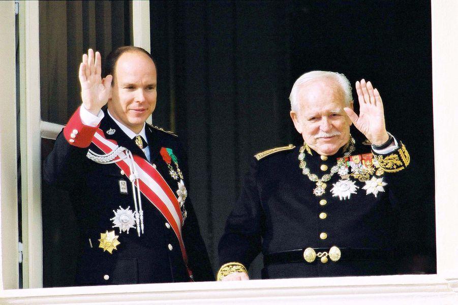 Le prince Rainier III de Monaco avec le prince Albert, le 19 novembre 2001
