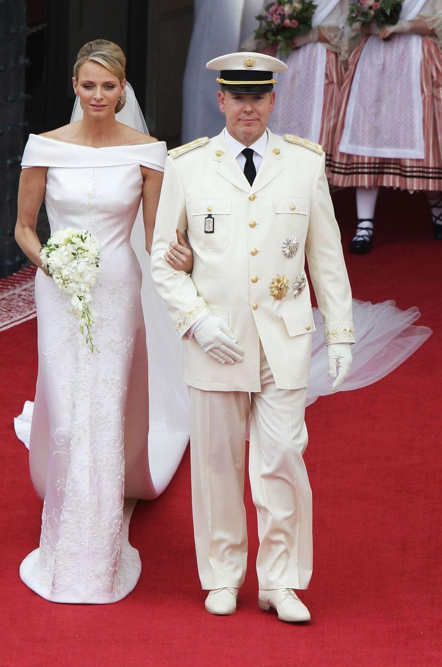 Charlène Wittstock dans sa robe de mariée Giorgio Armani, le jour de son mariage avec le prince Albert II de Monaco, le 2 juillet 2011 à Monaco