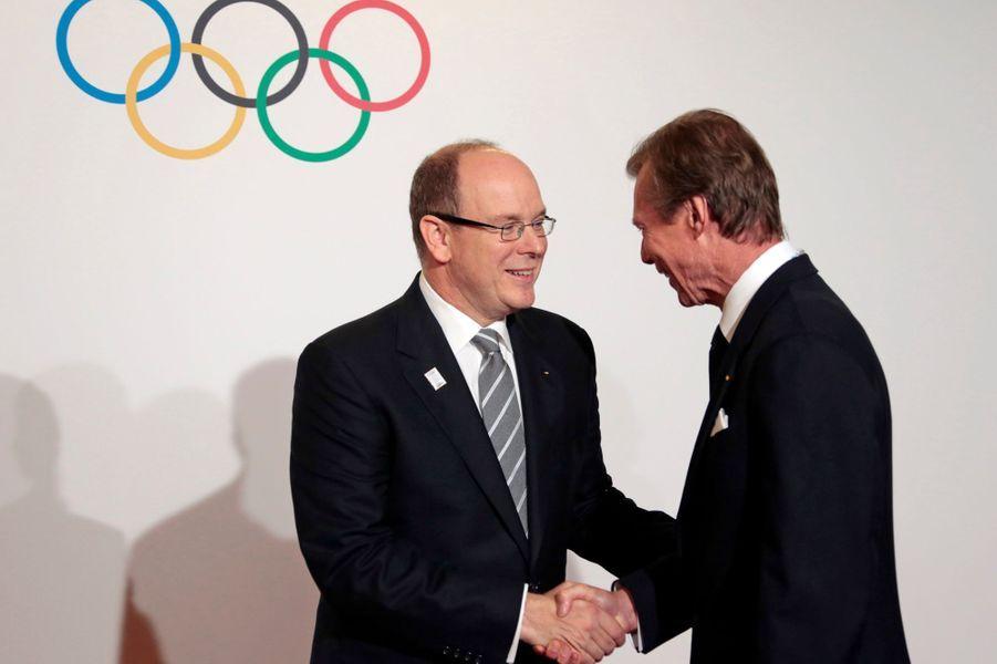 Le prince Albert II de Monaco et le grand-duc Henri de Luxembourg, à Monaco, le 7 décembre 2014