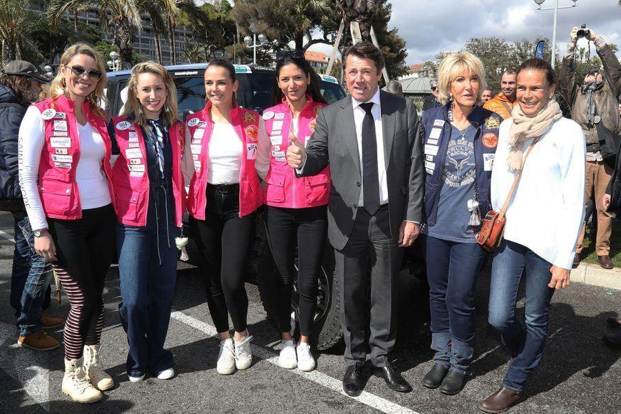 De gauche à droite: Kiera Chaplin, Jazmin Grace Grimaldi, Pauline Ducruet, Schanel Bakkouche, Christian Estrosi, le maire de Nice, Dominique Serra, l'organisatrice du Rallye Aicha des Gazelles et la princesse Stéphanie de Monaco.