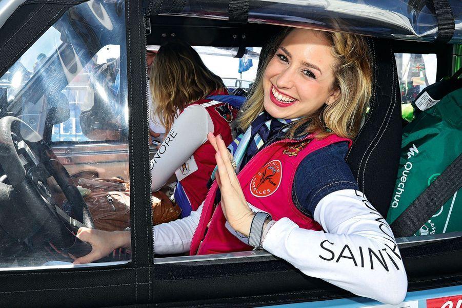Au volant, la petite-fille de Grace Kelly ;en copilote, Kiera, celle de Charlie Chaplin.