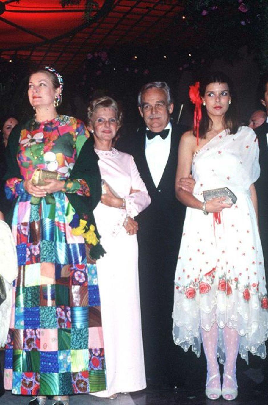 La princesse Caroline de Monaco au bal de la Rose 1979, avec le prince Rainier III et la princesse Grace