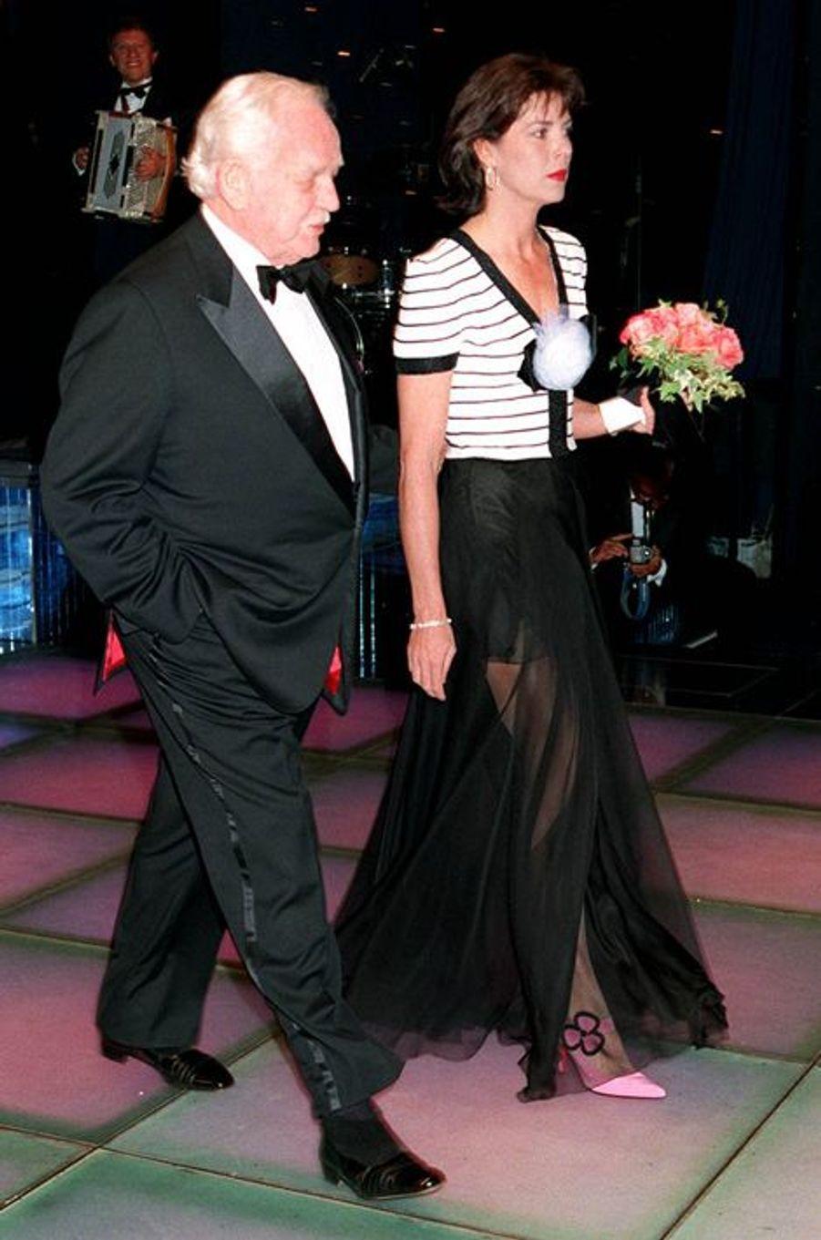 La princesse Caroline de Monaco au bal de la Rose 1995, avec le prince Rainier III