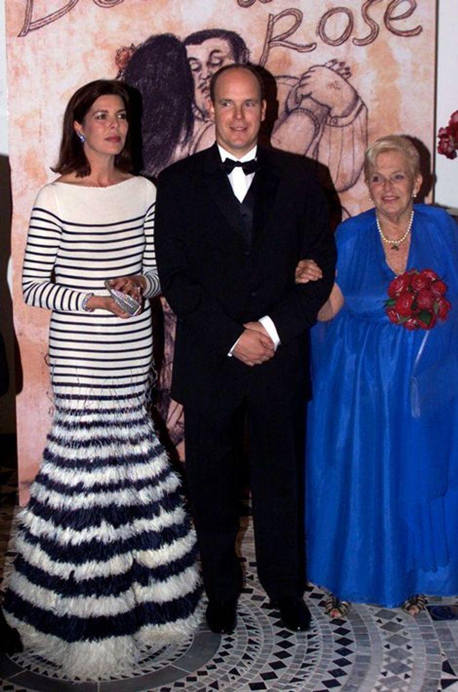 La princesse Caroline de Monaco au bal de la Rose 2000, avec le prince Albert et la princesse Antoinette