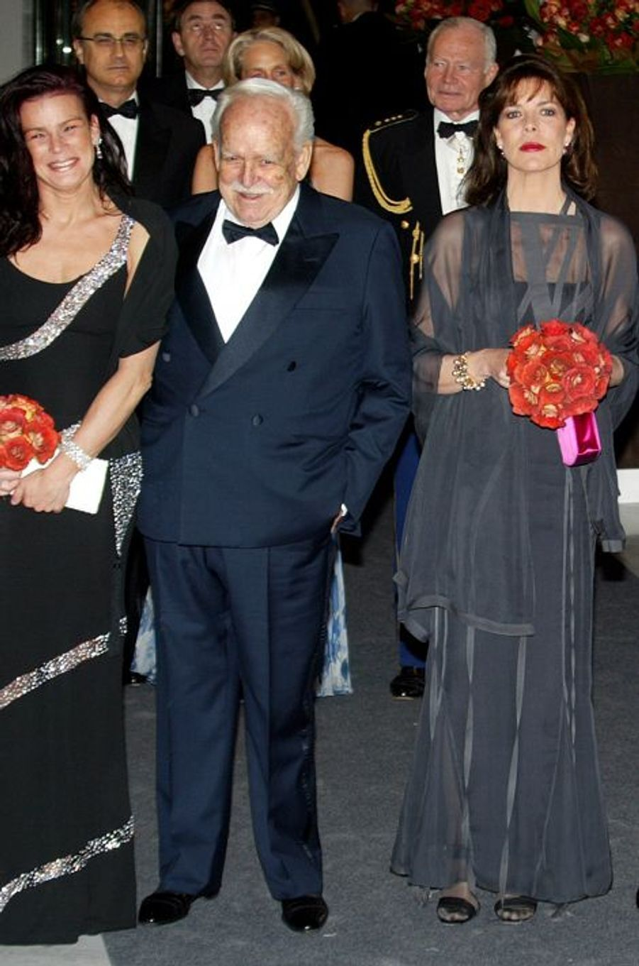 La princesse Caroline de Monaco au bal de la Rose 2003, avec le prince Rainier III et la princesse Stéphanie