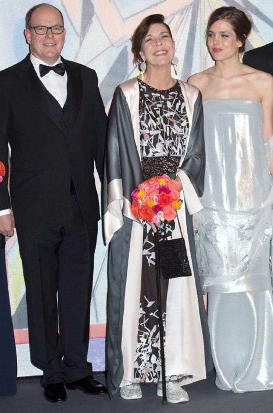 La princesse Caroline de Monaco au bal de la Rose 2014, avec le prince Albert II et Charlotte Casiraghi