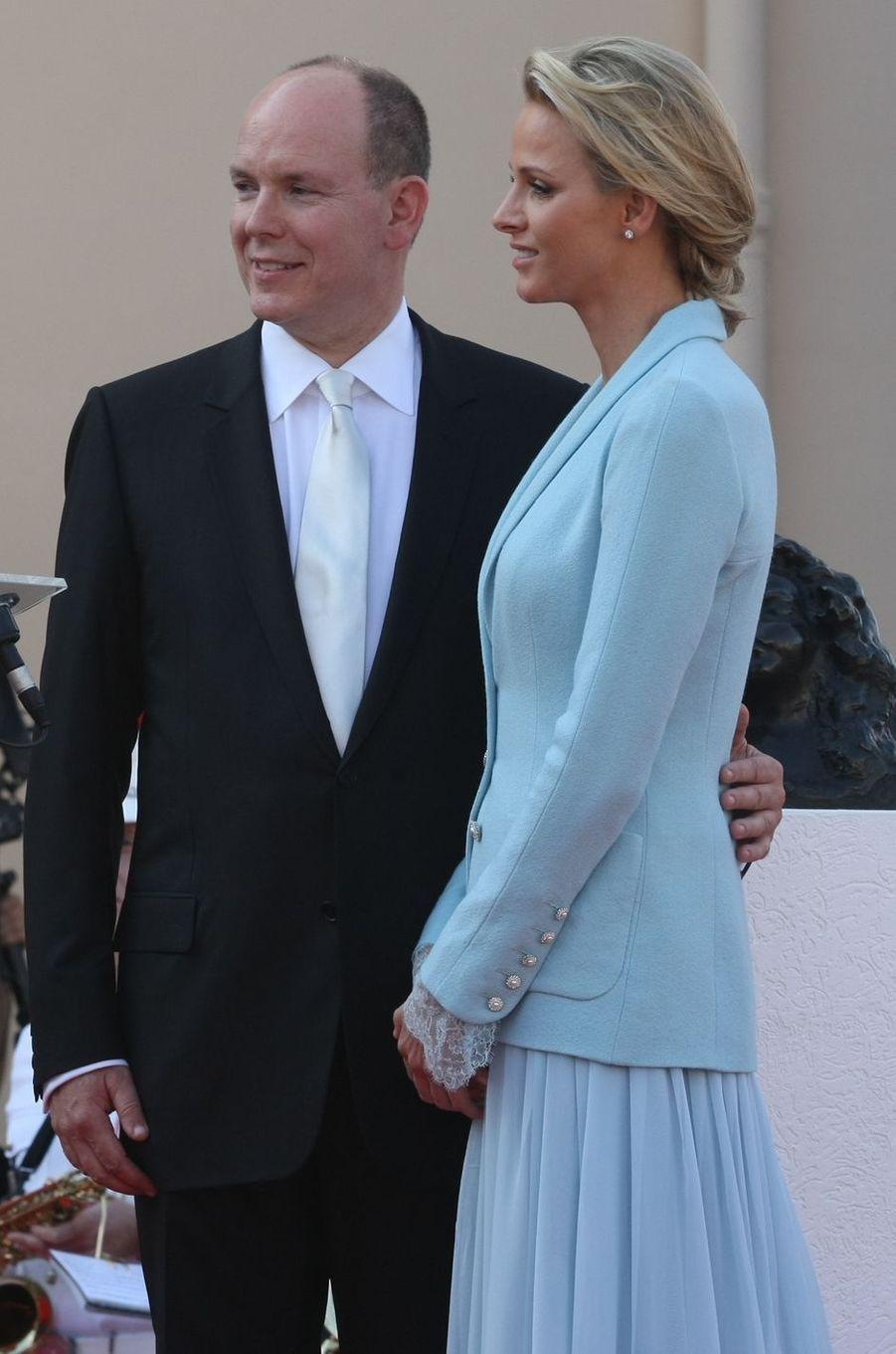 Charlène Wittstock avec le prince Albert II de Monaco, à Monaco le 1er juillet 2011