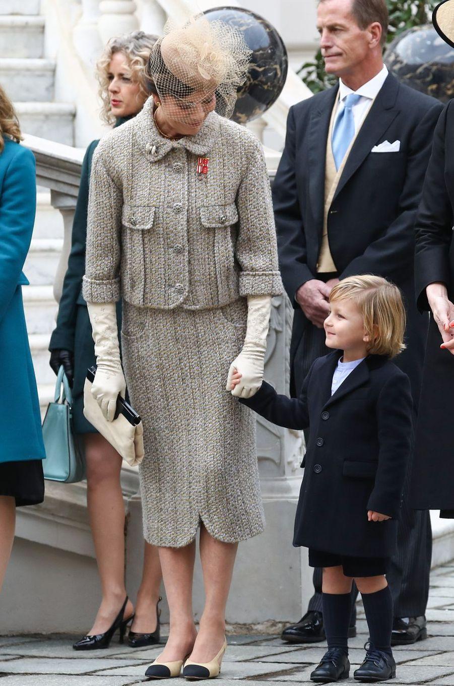 La princesse Caroline de Hanovre avec son petit-fils Sacha à Monaco le 19 novembre 2016