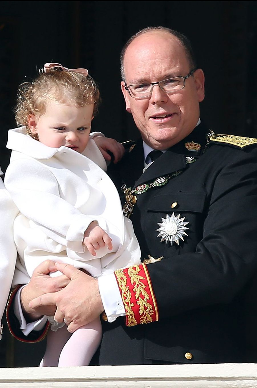 La princesse Gabriella dans les bras du prince Albert II de Monaco à Monaco le 19 novembre 2016