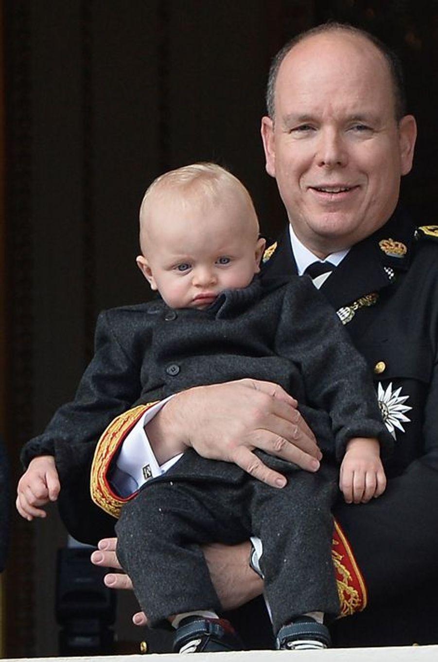 Le prince Albert II de Monaco avec le prince Jacques à Monaco, le 19 novembre 2015