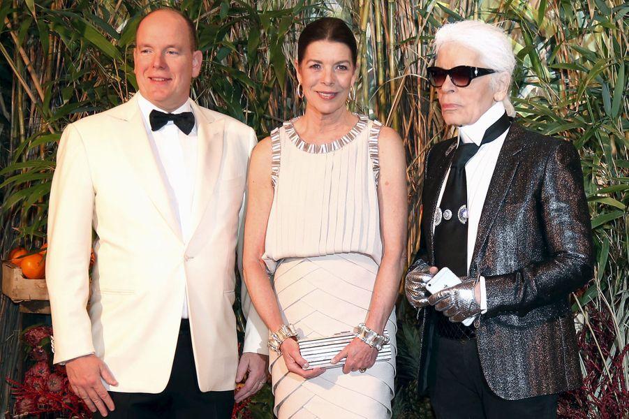 La princesse Caroline de Hanovre et le prince Albert II de Monaco avec Karl Lagerfeld à Monaco, le 19 mars 2016