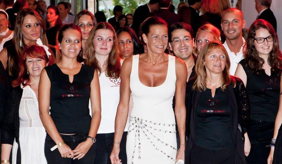 La soeur benjamine d'Albert II Monaco était bien sûr présente au gala annuel Fight Aids Monaco, en faveur de la lutte contre le sida, donné au Monte-Carlo Sporting Club. Stéphanie de Monaco est la présidente de cette association qui récolte des fonds toute l'année.