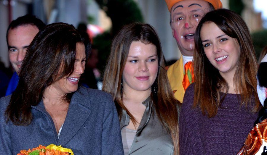 La princesse Stéphanie a emmené ses filles Pauline Ducruet et Camille Gottlie dans une nouvelle représentation du 37ème Festival du Cirque de Monte-Carlo (dont elle est la présidente) ce week-end...