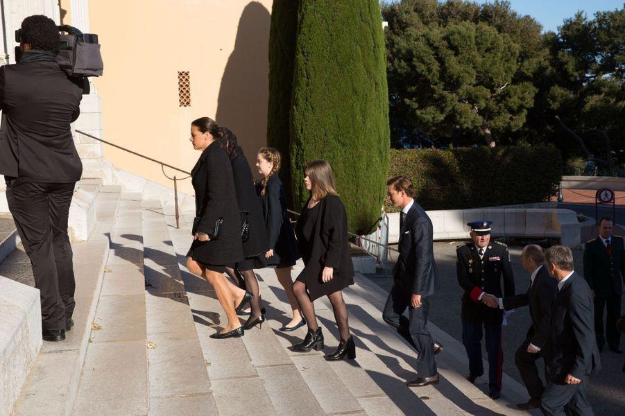 Les princesses Caroline et Stéphanie avec Pierre, Camille et Alexandra, à Monaco le 7 avril 2015