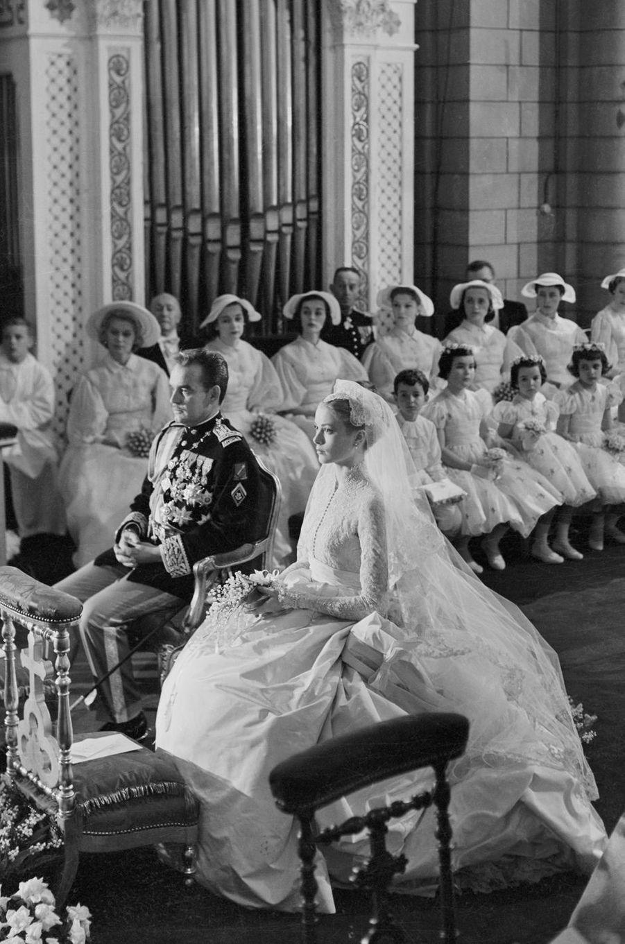 Grace Kelly et le prince Rainier III à Monaco, le jour de leur mariage le 19 avril 1956