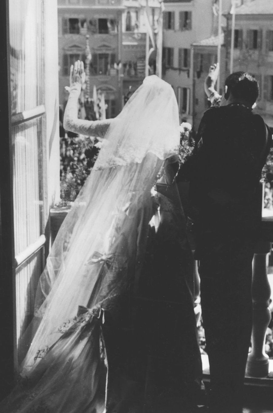 La princesse Grace et le prince Rainier III de Monaco, le jour de leur mariage le 19 avril 1956