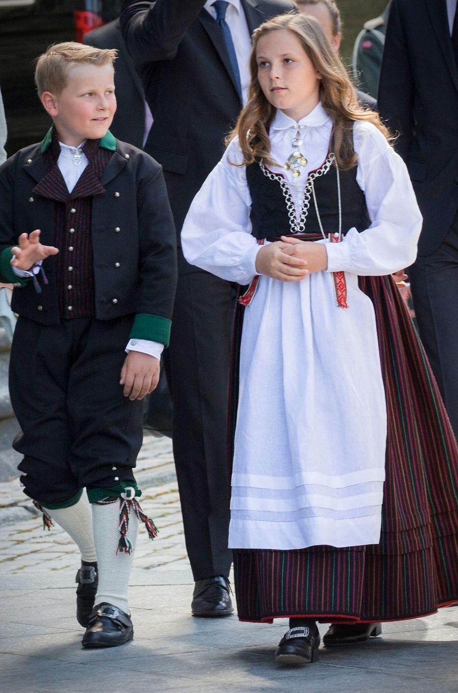 La princesse Ingrid Alexandra de Norvège avec son frère le prince Sverre Magnus, le 23 juin 2016