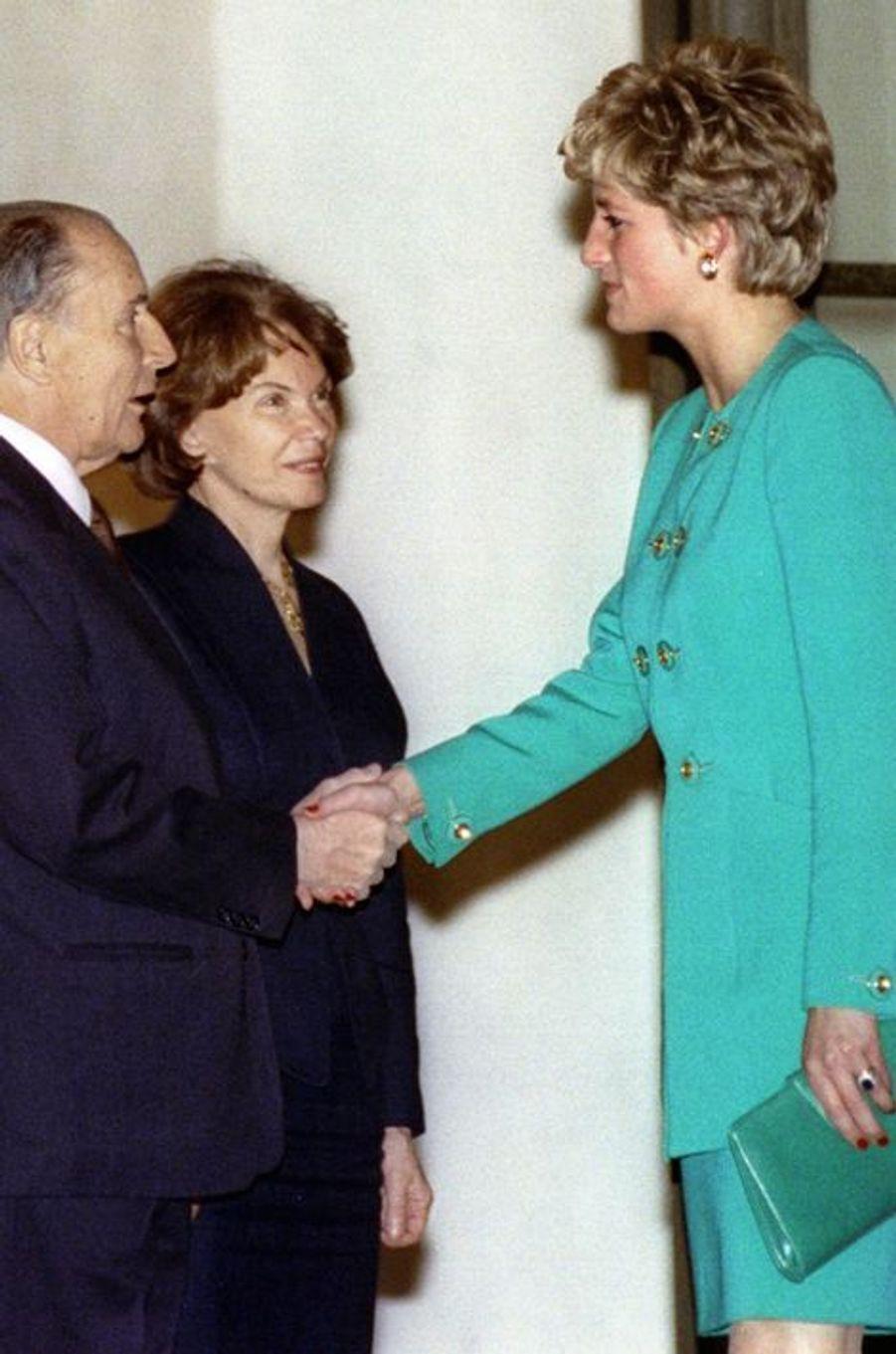 François et Danielle Mitterrand avec Lady Diana le 13 novembre 1992 à L'Elysée à Paris