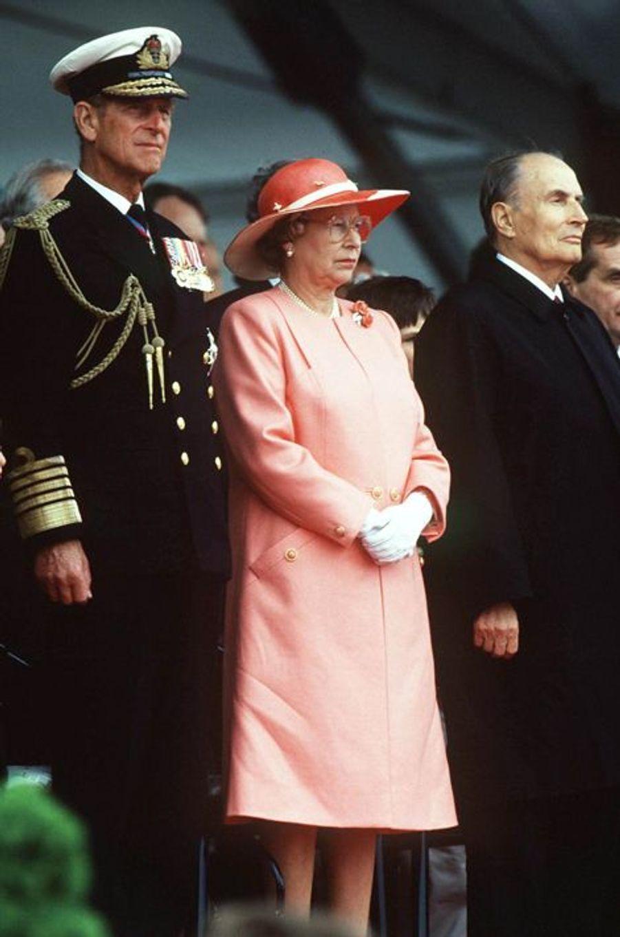 François Mitterrand avec la reine Elizabeth II et le prince Philip le 6 juin 1994 à Omaha Beach