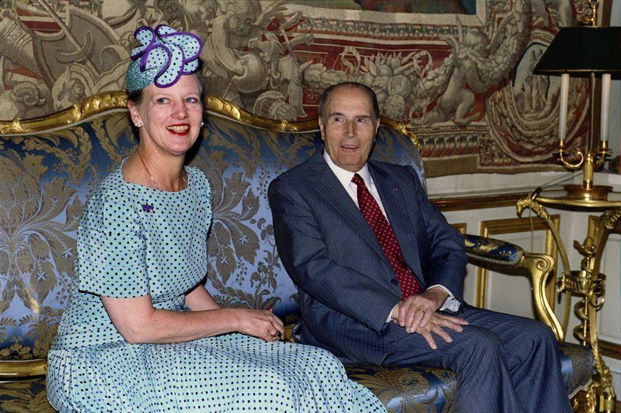 François Mitterrand avec la reine Margrethe II de Danemark le 27 mai 1993 à L'Elysée à Paris