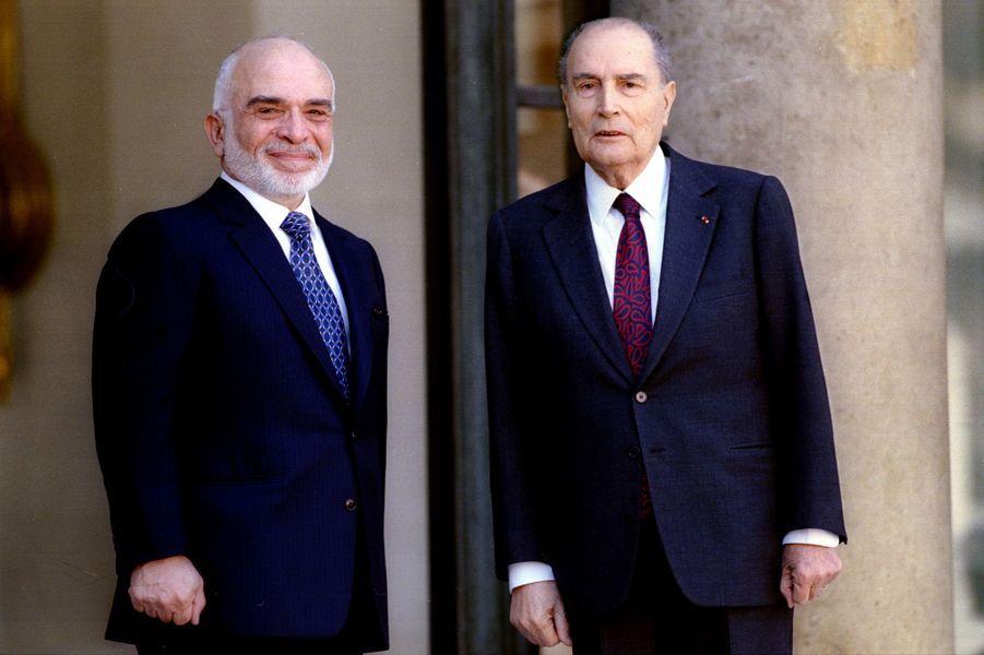 François Mitterrand avec le roi Hussein de Jordanie le 23 mars 1995 à L'Elysée à Paris