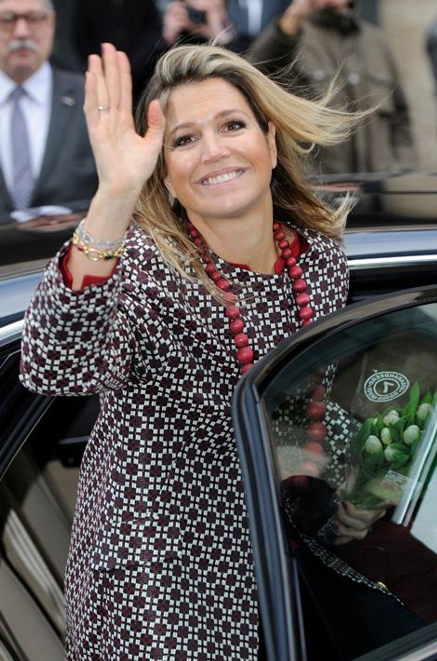 La reine Maxima des Pays-Bas s'est vue offrir un bouquet en promo à Utrecht, le 4 février 2015
