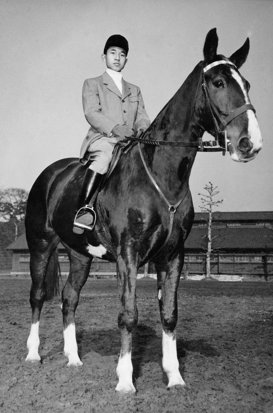 Le prince Akihito du Japon en 1953