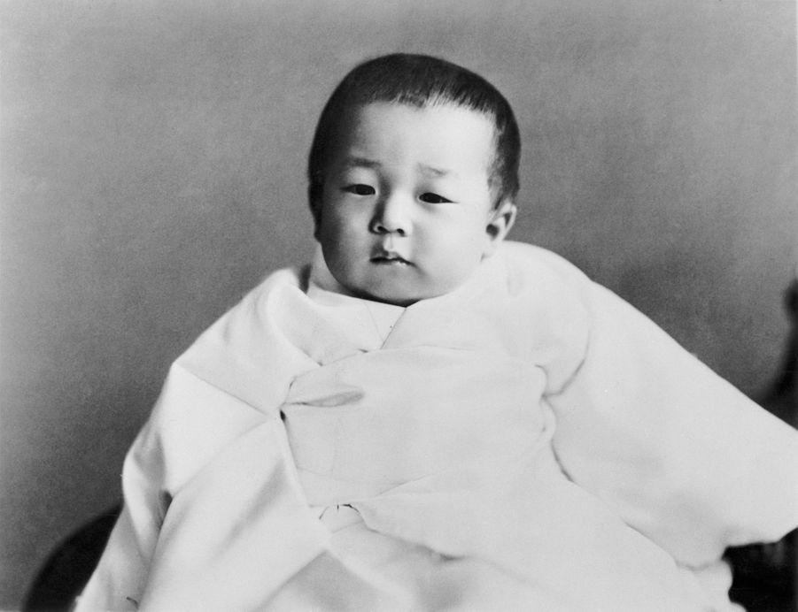 Le prince Akihito du Japon à 2 ans, en 1935