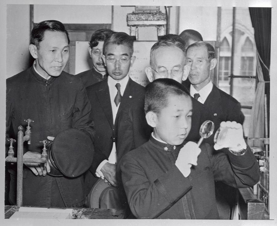 Le prince Akihito du Japon à 14 ans