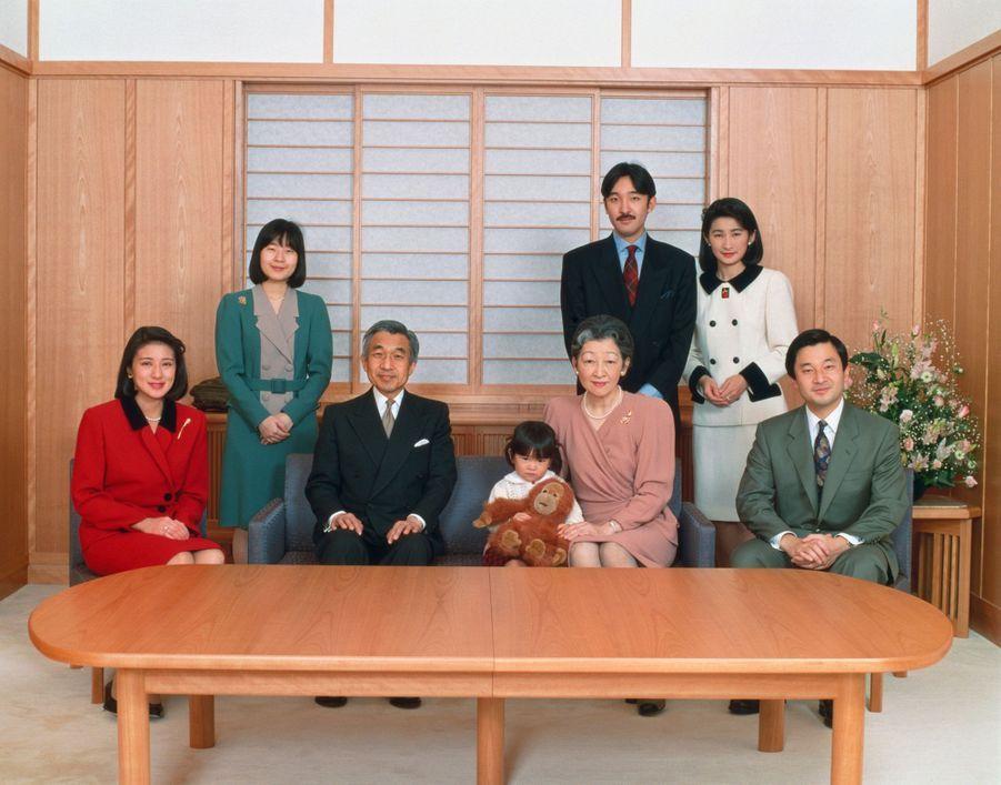 L'empereur Akihito du Japon et l'impératrice Michiko, avec leur famille, le 1er janvier 1994