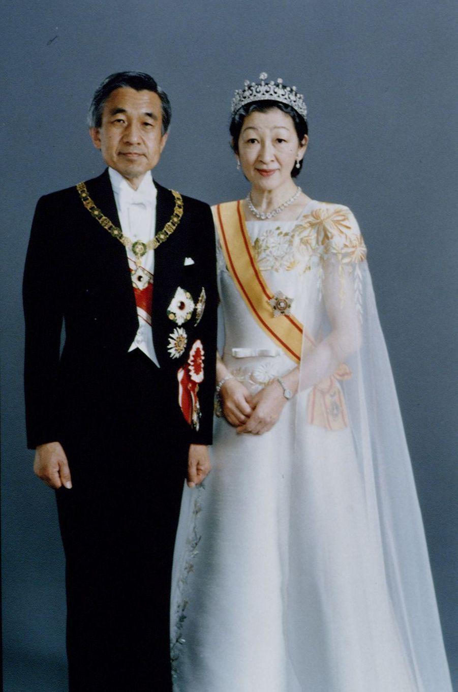 Portrait officiel de l'empereur Akihito du Japon et de l'impératrice Michiko, en 1990