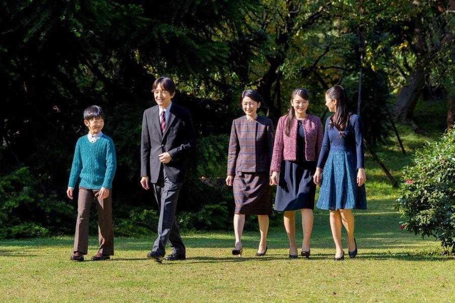 Le prince Fumihito d'Akishino et sa famille dans sa résidence à Tokyo, le 20 novembre 2018. Photo diffusée pour ses 53 ans, le 30 novembre 2018