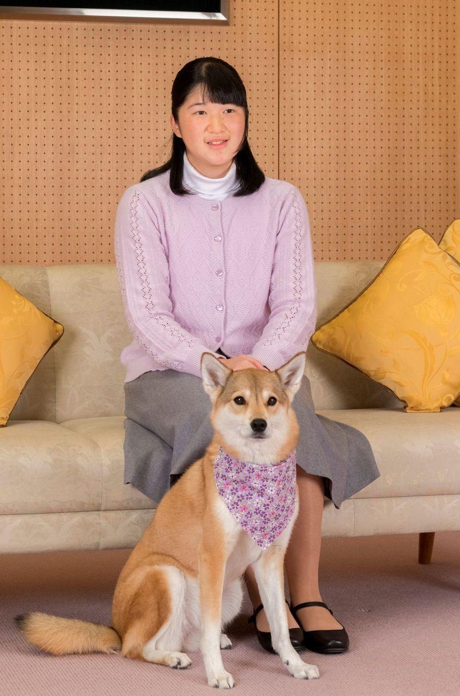 La princesse Aiko du Japon avec son chien Yuri. Photo diffusée pour ses 17 ans, le 1er décembre 2018
