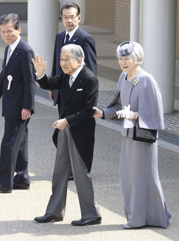 L'empereur Akihito et l'impératrice Michiko du Japon au mausolée de l'empereur Jimmu à Kashihara, le 26 mars 2019